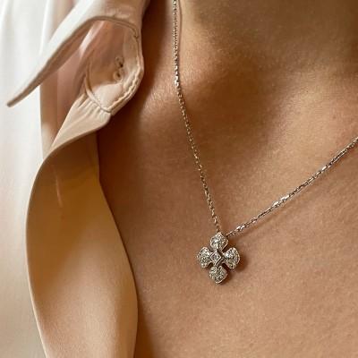 Pendentif Ohdislemoi-Joaillerie avec sa chaîne en or blanc et son pendentif serti de diamants