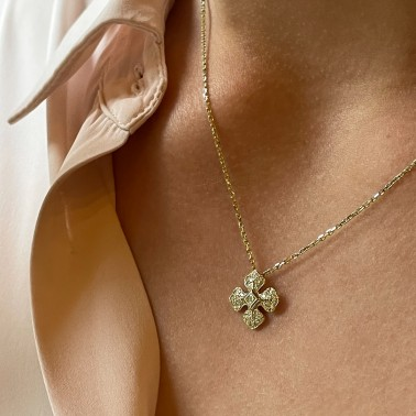 Collier Melle Lisa avec sa chaîne en or jaune et son pendentif serti de diamants-ohdislemoi